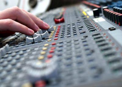 sound-mixer-1412138-639x425